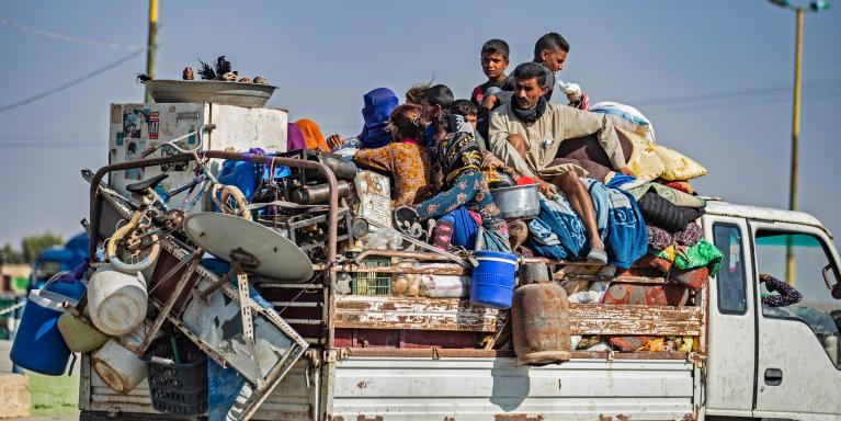 SYRIA: Civilians fleeing Turkish bombardment on the northeastern towns along the Turkish border. Photo: Delil SOULEIMAN / AFP / NTB Scanpix.